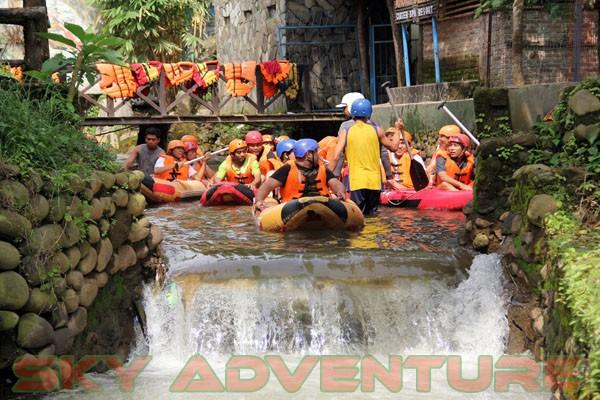 kegiatan outing PT Catur Bangun Mandiri di ciater bersama Sky Adventure Indonesia (1)