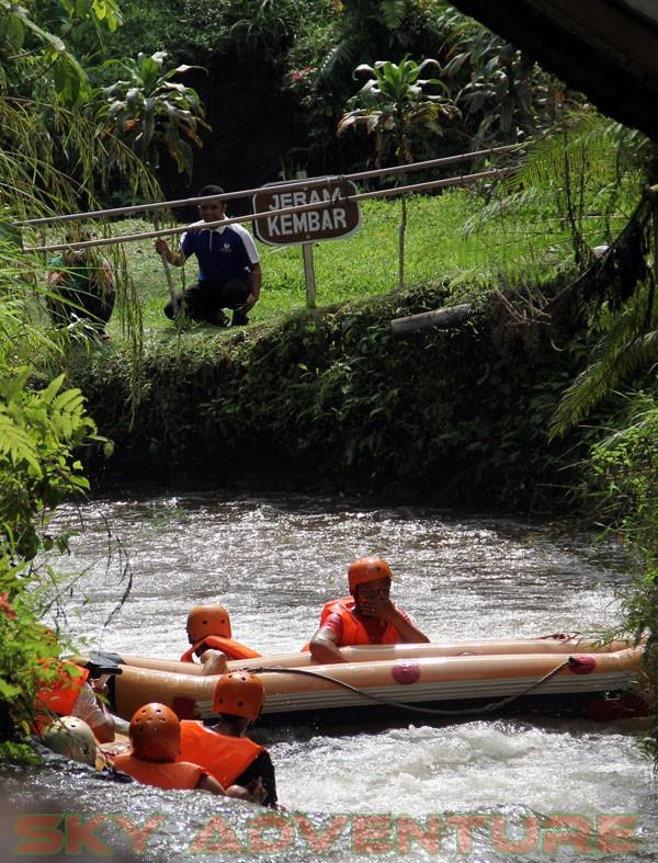kegiatan outing PT Catur Bangun Mandiri di ciater bersama Sky Adventure Indonesia (24)