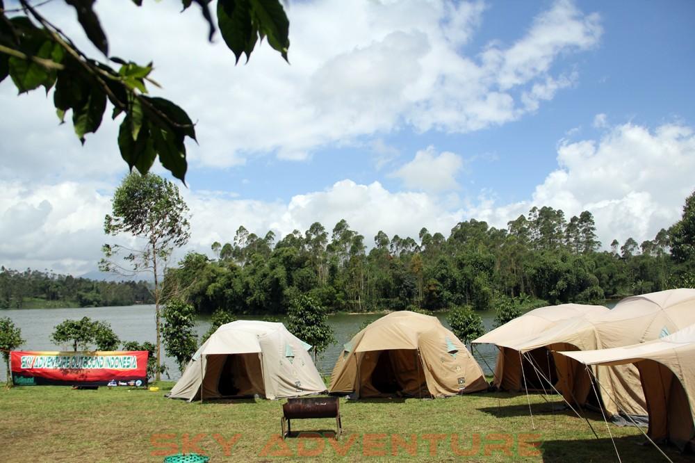 Camping Pangalengan -Outbound Pangalengan -Rafting -Fun Game -Hikking -Tea Walk -Menginap di tepi danau Situ Cileunca-BCA Finance Tasikmalaya Jawa Barat, Indonesia (2)