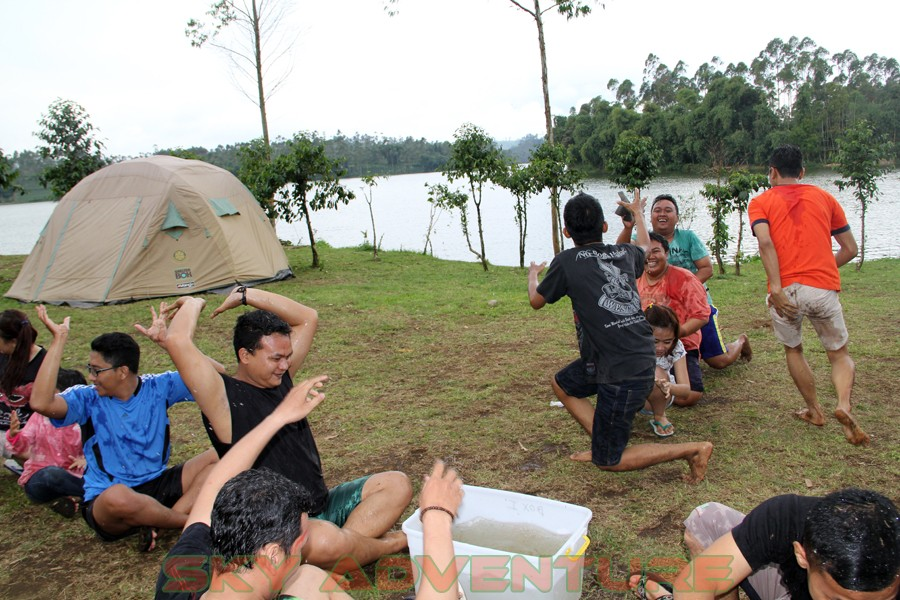 Outbound -Rafting -Fun Game -Hikking -Tea Walk -Menginap di tepi danau Situ Cileunca-BCA Finance Tasikmalaya Jawa Barat, Indonesia (21)
