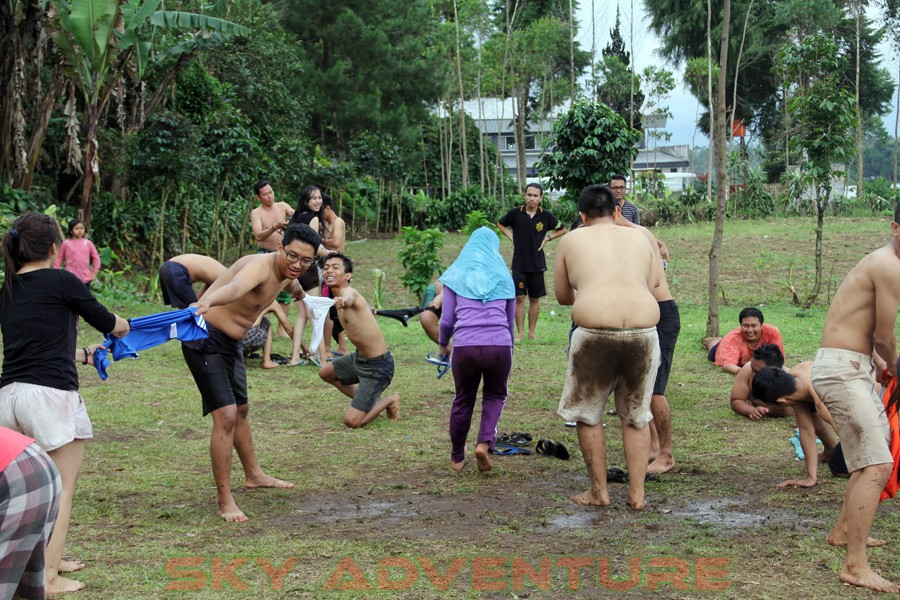 Outbound -Rafting -Fun Game -Hikking -Tea Walk -Menginap di tepi danau Situ Cileunca-BCA Finance Tasikmalaya Jawa Barat, Indonesia (23)