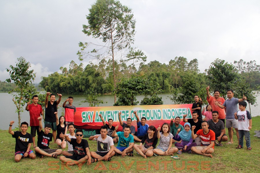 Outbound Pangalengan-Rafting -Fun Game -Hikking -Tea Walk -Menginap di tepi danau Situ Cileunca-BCA Finance Tasikmalaya Jawa Barat, Indonesia (26)