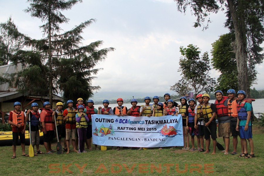 Outbound -Rafting -Fun Game -Hikking -Tea Walk -Menginap di tepi danau Situ Cileunca-BCA Finance Tasikmalaya Jawa Barat, Indonesia (29)