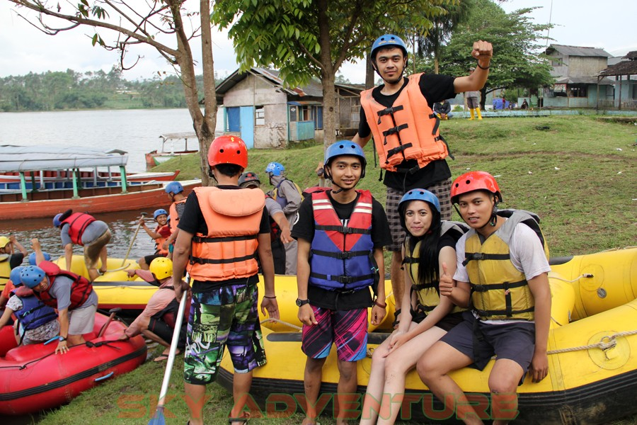 Outbound -Rafting -Fun Game -Hikking -Tea Walk -Menginap di tepi danau Situ Cileunca-BCA Finance Tasikmalaya Jawa Barat, Indonesia (30)