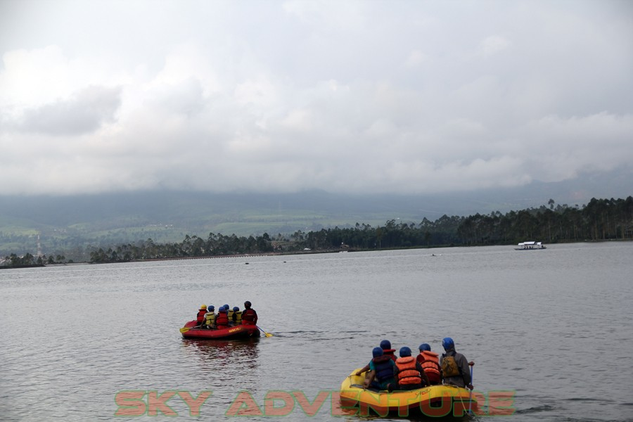 Outbound -Rafting -Fun Game -Hikking -Tea Walk -Menginap di tepi danau Situ Cileunca-BCA Finance Tasikmalaya Jawa Barat, Indonesia (31)