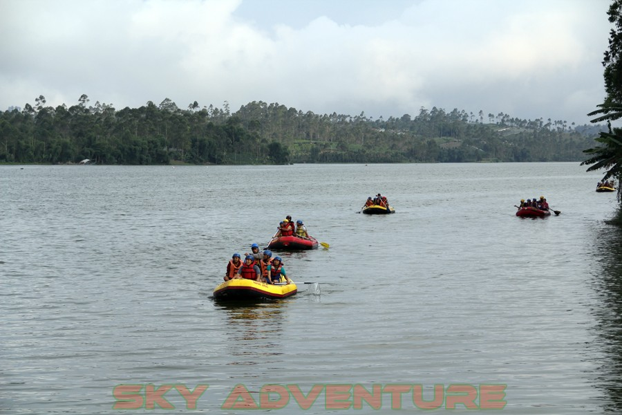 Outbound -Rafting -Fun Game -Hikking -Tea Walk -Menginap di tepi danau Situ Cileunca-BCA Finance Tasikmalaya Jawa Barat, Indonesia (32)
