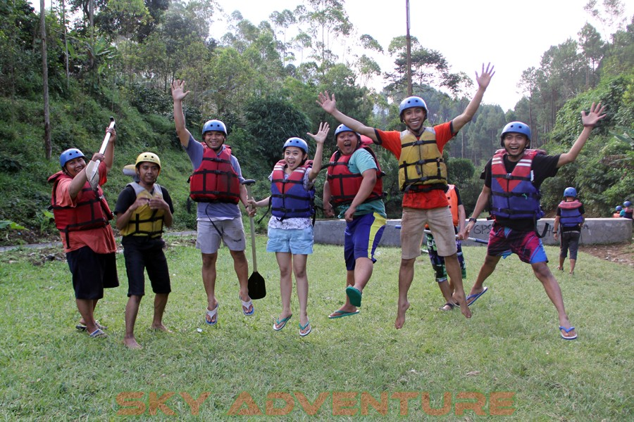 Outbound -Rafting -Fun Game -Hikking -Tea Walk -Menginap di tepi danau Situ Cileunca-BCA Finance Tasikmalaya Jawa Barat, Indonesia (33)