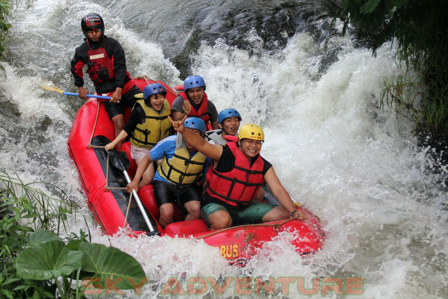 Outbound -Rafting -Fun Game -Hikking -Tea Walk -Menginap di tepi danau Situ Cileunca-BCA Finance Tasikmalaya Jawa Barat, Indonesia (34)