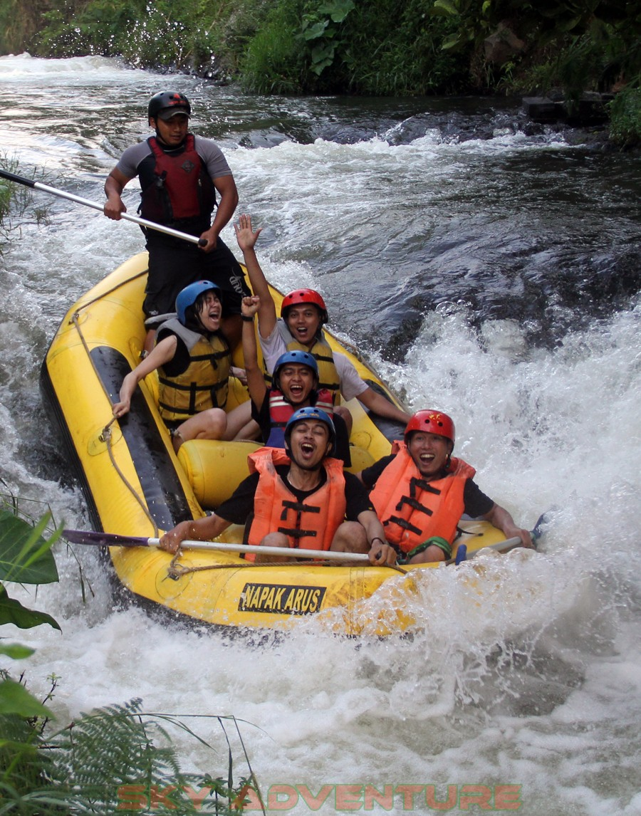 Outbound -Rafting -Fun Game -Hikking -Tea Walk -Menginap di tepi danau Situ Cileunca-BCA Finance Tasikmalaya Jawa Barat, Indonesia (36)