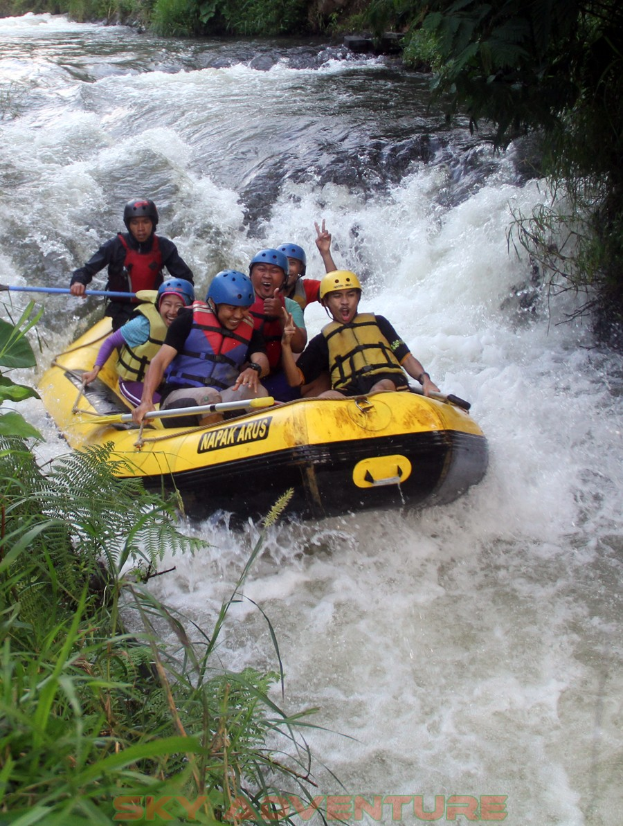 Outbound -Rafting -Fun Game -Hikking -Tea Walk -Menginap di tepi danau Situ Cileunca-BCA Finance Tasikmalaya Jawa Barat, Indonesia (38)