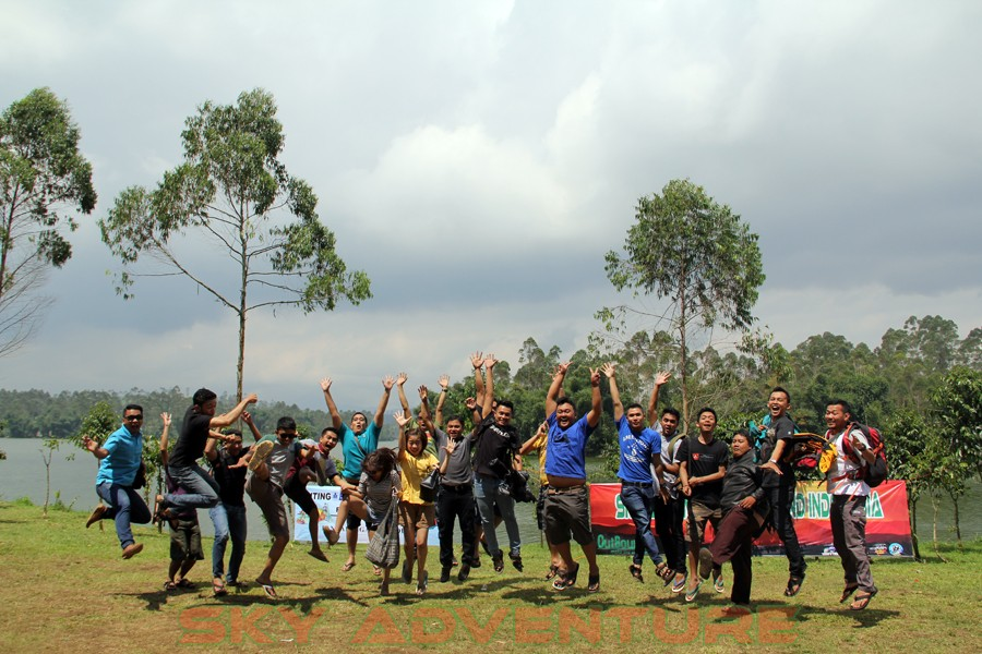 Outbound -Rafting -Fun Game -Hikking -Tea Walk -Menginap di tepi danau Situ Cileunca-BCA Finance Tasikmalaya Jawa Barat, Indonesia (67)