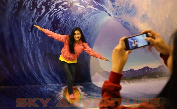 Berpose Nyentrik Di De Mata Trick Eye Museum Jogja Outbound Lembang Bandung Sky Adventure
