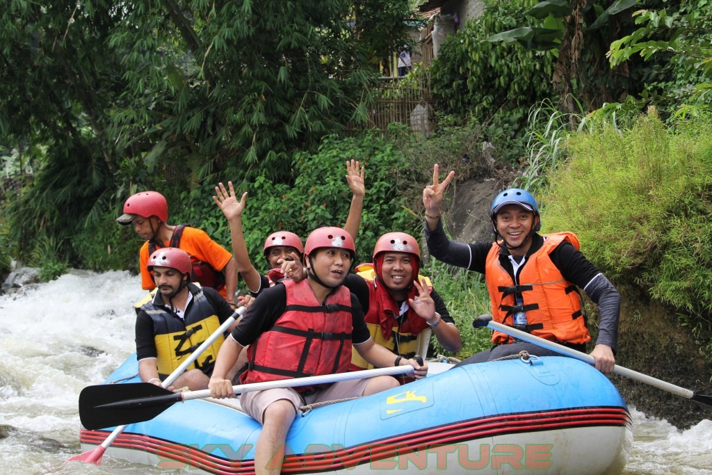 rafting-arung-jeram-cipunagara-subang-by-louis-dreyfus-commodities